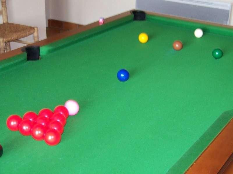 Le jeu de snooker sur une table m - Taille table snooker ...
